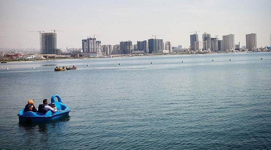 قایقسواری پاییزی در دریاچه