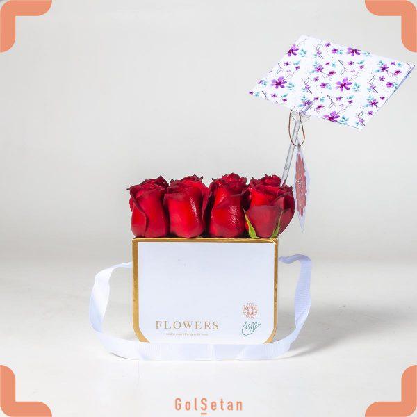 جعبه زیبای رز قرمز برای سورپرایز عاشقانه