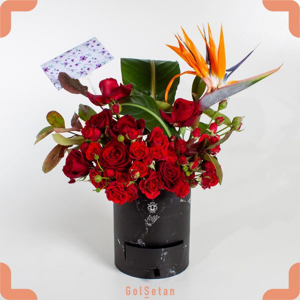 باکس گل با ماکارون های خوشمزه