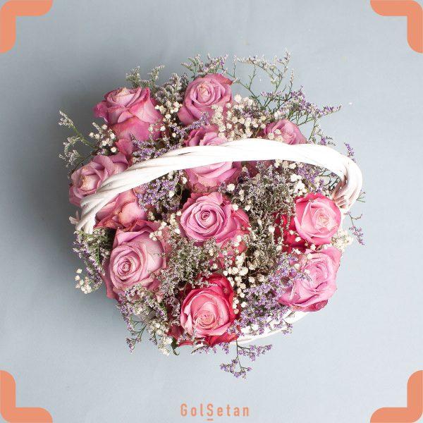 سبد گل رز و عروس زیبا و خوش رنگ