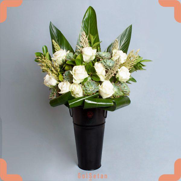 باکس گل رز سفید و ساکولنت