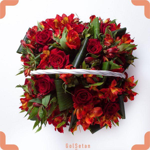 سبد گل رز و آلستر هدیه ای زیبا و خاص